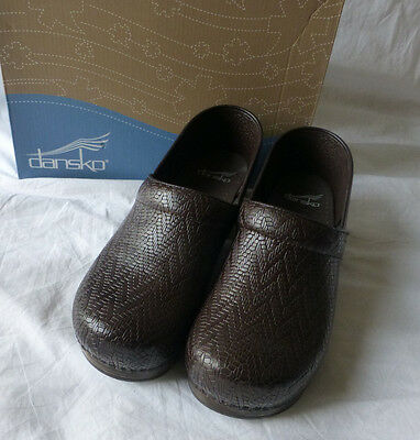 Dansko Professional Womens Woven Brown Leather Slip On Clogs Shoes Size 37 New
