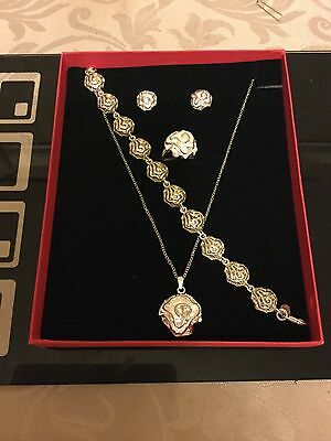 Ladies 925 Silver Necklace, Bracelet, Earrings And Ring Set