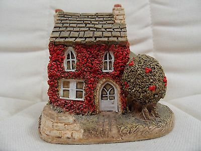 LILLIPUT LANE - HOLLY COTTAGE - Great condition