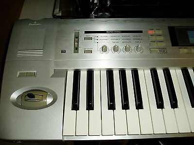 KORG TRITON LE WORK STATION  with case
