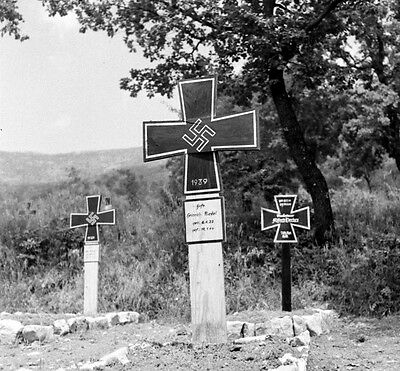 WW2 Photo WWII  German Soldiers Cemetary Italy 1944 World War Two Axis  / 4137