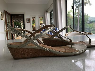 Women's Gold Leather Sandal Size 9