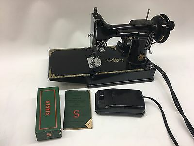 Antique Singer Model 221-1 Featherweight Quilting Sewing Machine W/ Accessories