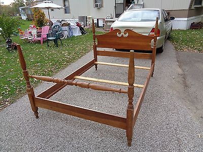****Antique-Style Full Size Maple Wood Bed Frame (Vintage)