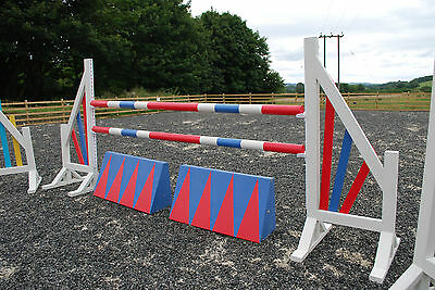 3 Pairs 6ft Horse show Jumps complete with 6 Poles & 2 Fillers & Keyhole Cups