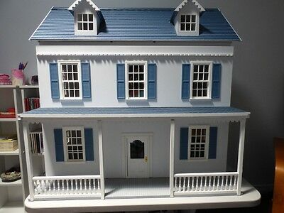 Dollhouse 1:12 scale Colonial Style with electric lights and fireplace