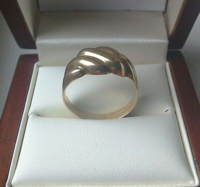 lovely solid 9ct gold ring size Q (2.3 grammes)