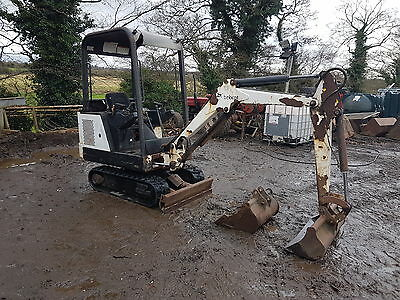 Bobcat Mini digger 1.5 ton great condition ready 4 work no vat can deliver