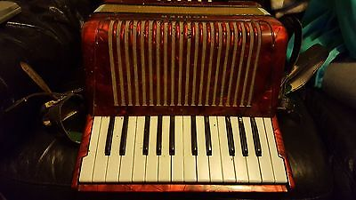 Hohner Student II Accordion. Good condition. No Reserve!