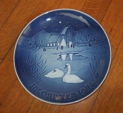 """Bing and Grondahl 1974 Christmas Plate """"In the Village"""""""