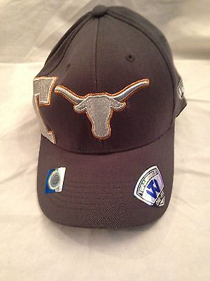 separation shoes 5f1e5 46b76 Texas Longhorns NEW Molten Charcoal Bevo Stretch Fit Hat . NCAA College NWT  Men