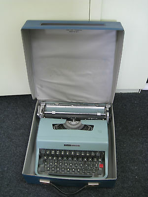 Vintage Olivetti Lettera 32 Typewriter & Carry Case