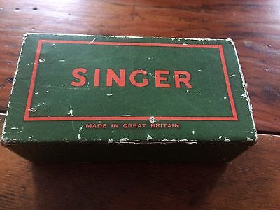 Vintage Singer Sewing Machine Box With Accessories.