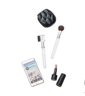 NEW  The Look Night Out Barbie Accessory makeup & smart phone set