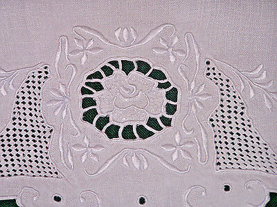 EXCEPTIONAL MADEIRA EMBROIDERED LINEN TOWEL, STUNNING FLORAL MOTIF, c1930