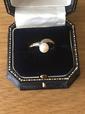 Womens 9 Carat Yellow Gold Ring With Pearl