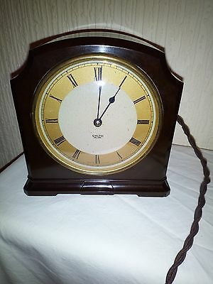 Vintage Bakelite Clock. Working