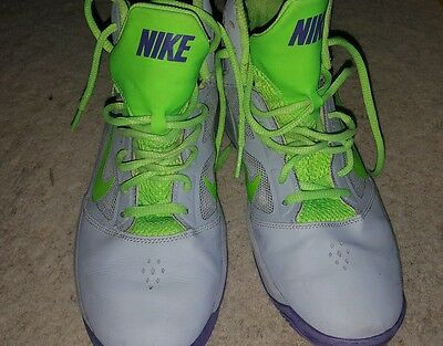 Pre-loved Nike basketball shoes size US6Y
