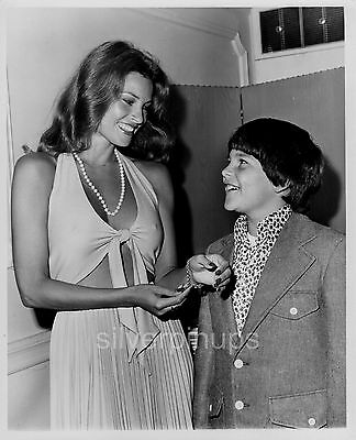Orig 1970's RAQUEL WELCH Glamorous Bombshell.. CANDID with Son DAMON Press Photo