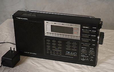 Realistic DX-440 PLL Synthesized Circuit AM/FM Direct Entry Shortwave Radio.
