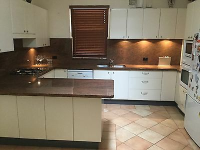 KITCHEN EX. COND. 20 cupboards,11 DRAWERS,+LARGE PANTRY,b/in wine Rak APPLIANCES
