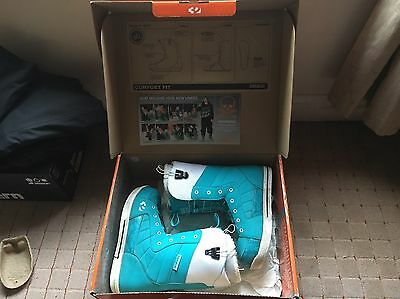 ThirtyTwo 86 FT Snowboard Boots Ladies Size 7