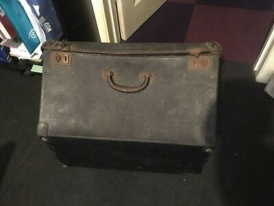 vintage  shabby chic piano accordion   case