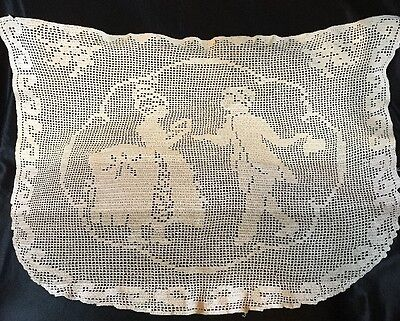 """ANT VTG FIGURAL CROCHETED FILET LACE DOILY RUNNER, DANCING COUPLE 1920. 22 x 16"""""""