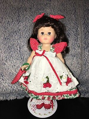 """Vogue 8""""  Ginny Strawberry Parfait 2000 With Tag And Stand All Original"""