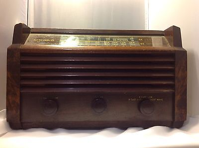 Antique RCA VICTOR Tube Radio Model 56x5 , 1945. Working
