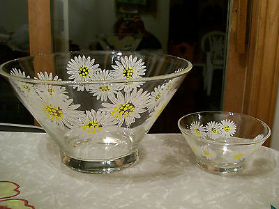 Large Clear Glass Salad Or Chip Bowl With Daisy Pattern And Small Bowl