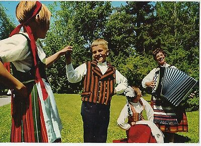 Finland - Costumes ~An Old Postcard (7G15)