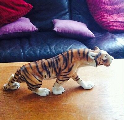 Vintage Ceramic Tiger ornament 14 inches long in great condition