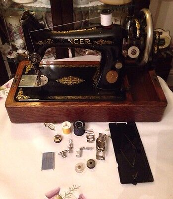 Vintage Singer Sewing Machine 99k With Case & Accessories 1924