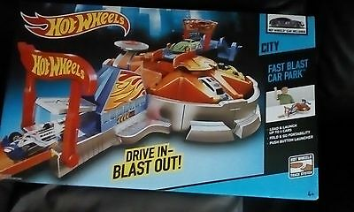 hot wheels fast blast car park BRAND NEW!!