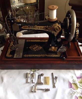 Vintage/Antique SINGER sewing machine 28k With Case & Accessories 1905