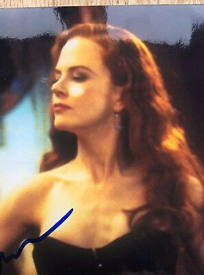 Nicole Kidman signed photograph, really attractive, authenticated signature