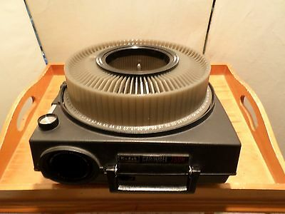 Pre-owned Kodak Carousel 750H Projector w/ Remote & Tray