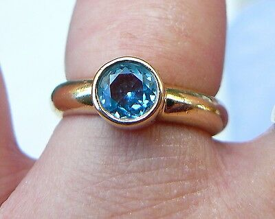 9ct yellow gold ring with blue aquamarine stone. Heavy 5.3 grams solid band.