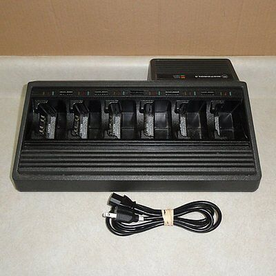 MOTOROLA NTN1177C 6-GANG UNIT CHARGER - 6 Slot Radio Batteries Charging Station