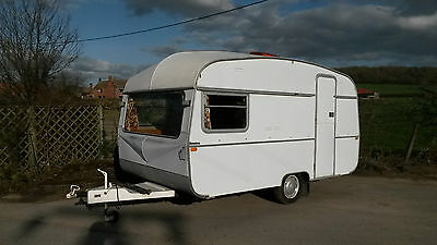 Early 1970s vintage Ace Globetrotter classic caravan - 12ft lightweight 4 berth