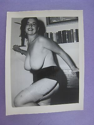 Original 1950S  Pinup Photo..nude,risque ' Busty Beauty '  # 4B..' Kathy Suits '