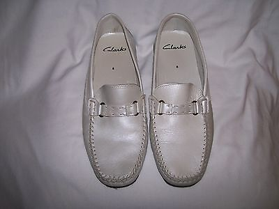 Ladies Off White Clarks Mocassin Style Shoe Size 8
