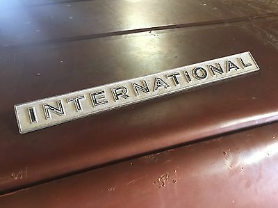 SCOUT 800 International grille emblem