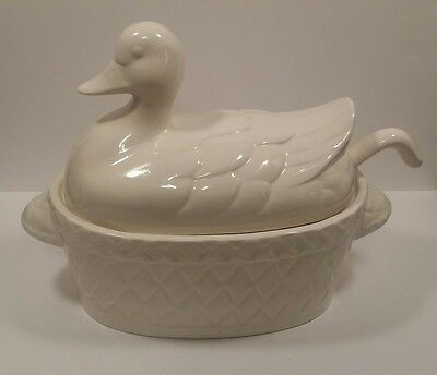 Himark Kitchen Gourmet White Duck Soup Tureen W/Ladle
