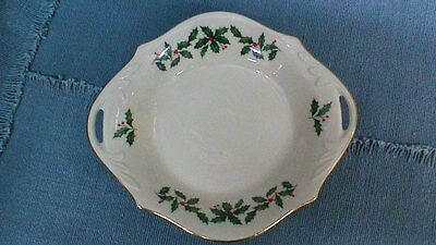 LENOX CHRISTMAS RED BERRIES & HOLLY CANDY/NUT DISH, 8 in