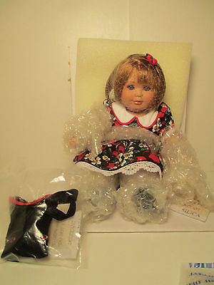 """Mari Osmond """"Apple Annie Fruit cup"""" Doll With box, Necklace and COA"""