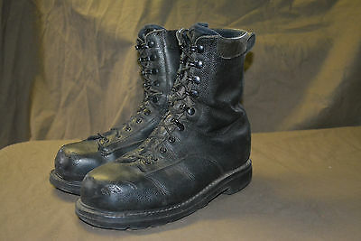 Used Canadian military combat boots size approximative 8 Steel Toe  (e2)