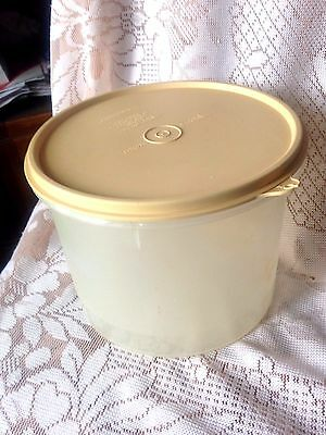 Tupperware  * Clear Round  Canister 265-2 * Used
