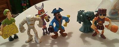 Scooby Doo Figures Lot 6  Scooby Shaggy Daphane Fred Mummy Monster Pirate